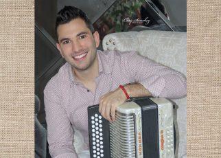 Tavo Montiel y su acordeón celebran 12 años de éxitos musicales al ritmo del vallenato