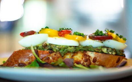 Un delicioso y nutritivo desayuno con aguacate