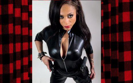 La estrella latina de acción Jessica Medina se destaca en The Suicide Squad